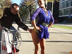 Sexy girl is the real big wheel of sex merriment and a blowjob with a stranger