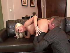 Cougar loops drop for chum around with annoy neighbor and enjoys his dick fully