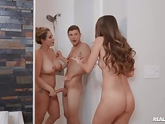 Kinky threeway fucking for sizzling Kimmy Farmer and Eva Notty