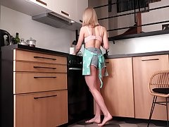 Libidinous housewife Patricia Rag is finger bonking pussy int he kitchen