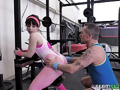 Fitness milf Kiara Edwards gets intimate with her personal trainer
