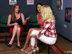 CFNM kink with three women sharing a chubby Hawkshaw