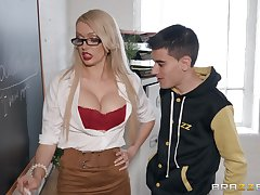 Amber Jayne wants to show her stunning fucking skills in dramatize expunge hired hall